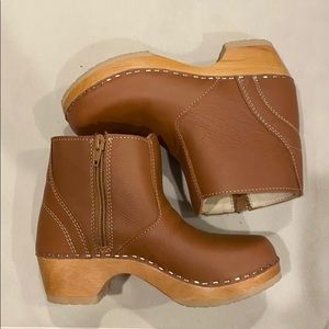 Hanna Anderson clog booties